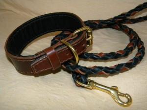 kožený obojek a pletené vodítko