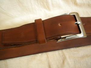 kožený opasek ručně zpracovaný