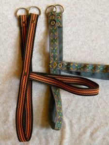 Kšíry mohou být z nylonové nebo bavlněné popruhoviny