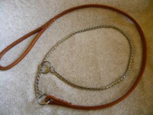 předváděcí vodítko z kůže s hadím řetízkem