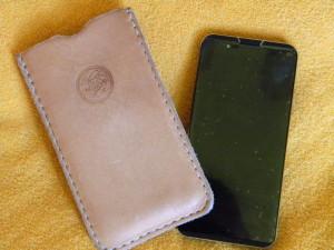 kožené pouzdro na telefon ruční výroby