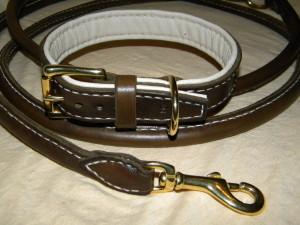 kožený obojek a vodítko s bronzovým kováním